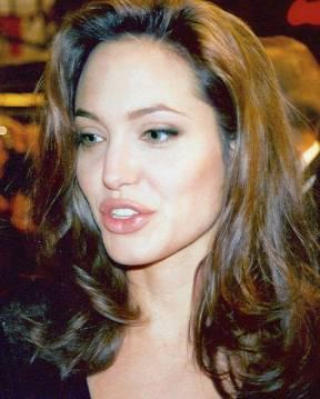 Jolie sternzeichen angelina brad pitt Angelina Jolie